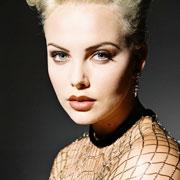 Charlize Theron : Dior la réclame encore !