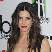 Sandra Bullock, la cougar d'Hollywood en couple avec Captain America ?