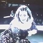 Un énorme scarabée monte sur la jambe d'Adele: sa réaction est hilarante (vidéo)