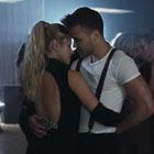 Shakira collée serrée à un jeune beau gosse, Gerard Piqué approuve !