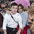 Victoria Beckham et son fils Brooklyn : Duo stylé pour Dior devant Kate Moss